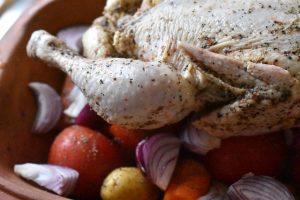 Kylling i Römertopf med kartofler & tomat - god ret til stegeso