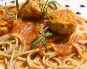 Kødboller i tomatsovs opskrift nem aftensmad