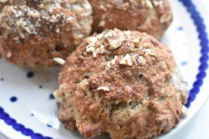 Julescones - nemme scones med julekrydderier, marcipan og rosiner