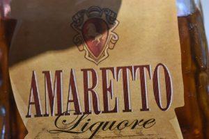 Karamelkager med Amaretto - sprøde karamelsnitter med mandler
