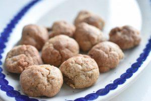 Pebernødder - nem og lækker opskrift på den populære julesmåkage