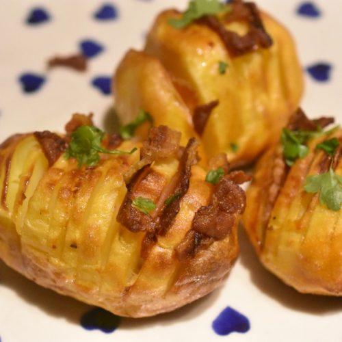 Hasselback kartofler med bacon – sprøde og fyldt med smag
