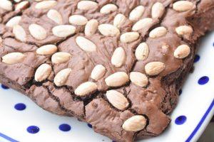 Brownie med mandler - den bedste opskrift på chokoladebrownie