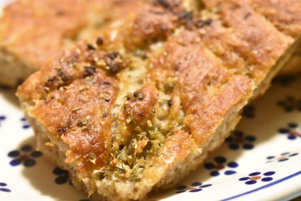 Hvidløgsbrød med rugmel - nemt, sprødt og lækkert