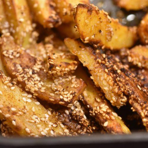 Pommes frites med sesam og paprika – sprøde og lækre