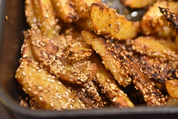 Pommes frites med sesam og paprika - sprøde og lækre