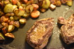 Råstegte kartofler og gulerødder med timian - nem opskrift