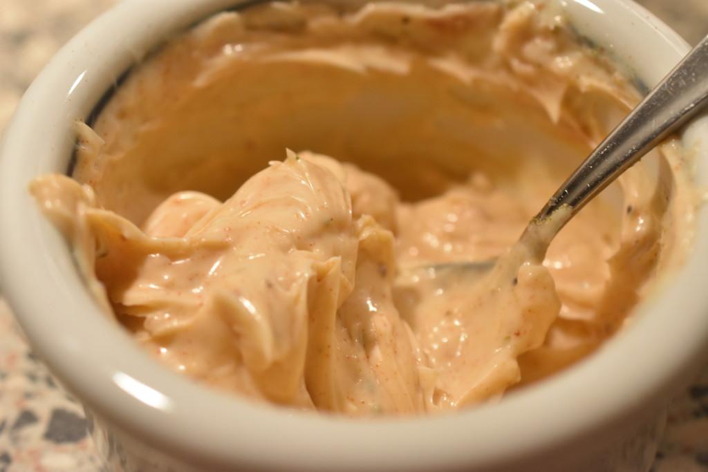 Chilimayonnaise - nem opskrift på hjemmelavet chili mayo