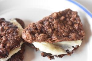 Chokoladesmåkager med smørcreme - lækre chokoladekager á la Oreo