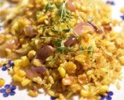 Stegte ris med kylling og karry - nem opskrift