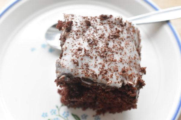 Chokoladekage med kaffe - nem opskrift på svampet chokoladekage