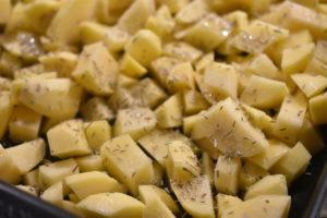 Stegte kartofler med rosmarin - nem opskrift på ovnkartofler