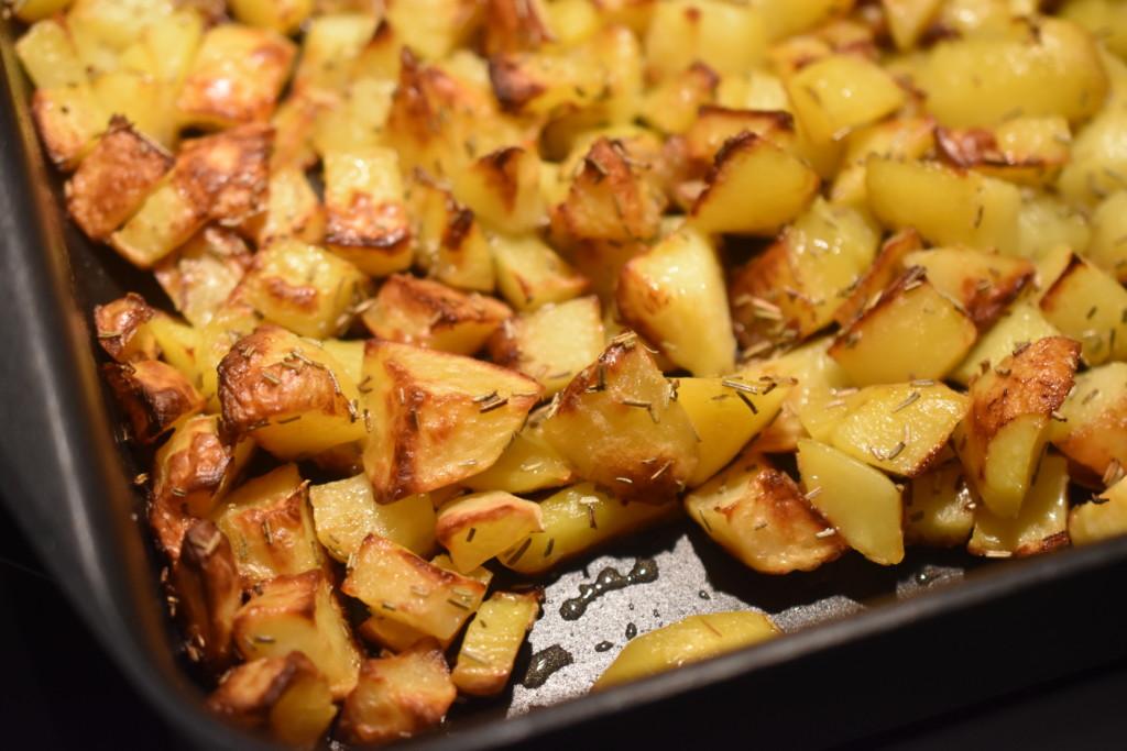Kartofler i ovn med rosmarin - hurtig opskrift