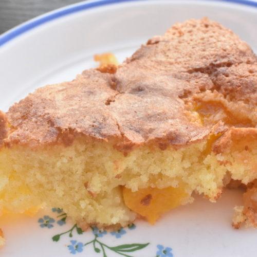 Kage med fersken og marcipan – nem opskrift