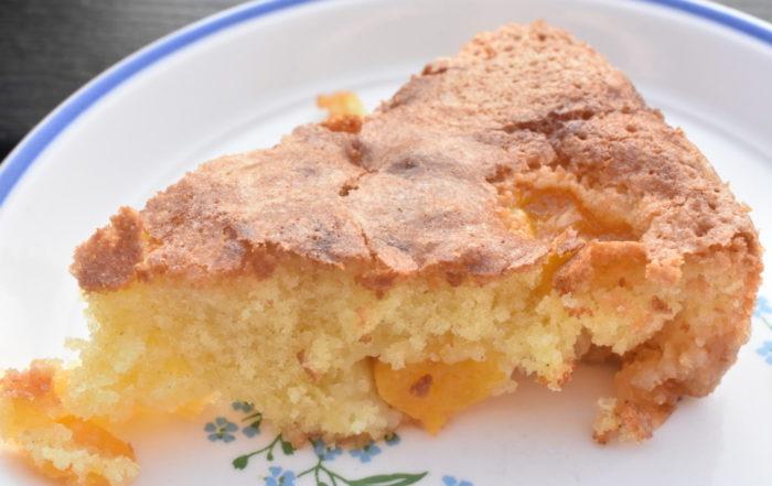 Kage med fersken og marcipan - nem opskrift
