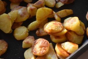 Råstegte kartofler på pande - sprøde & lækre