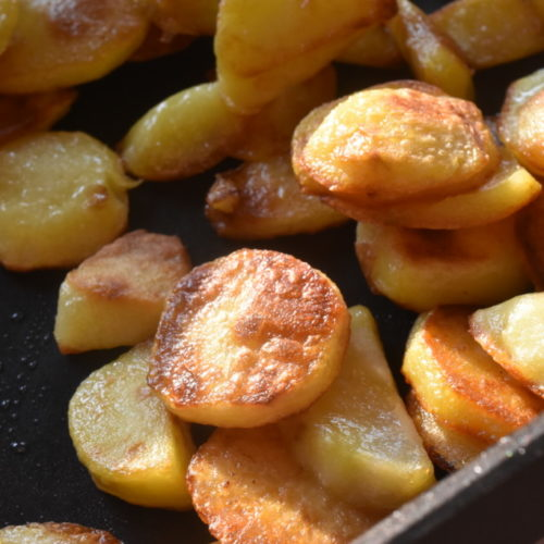 Råstegte kartofler på pande – sprøde & lækre