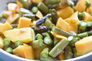 Mangosalat med grønne asparges -nem & lækker