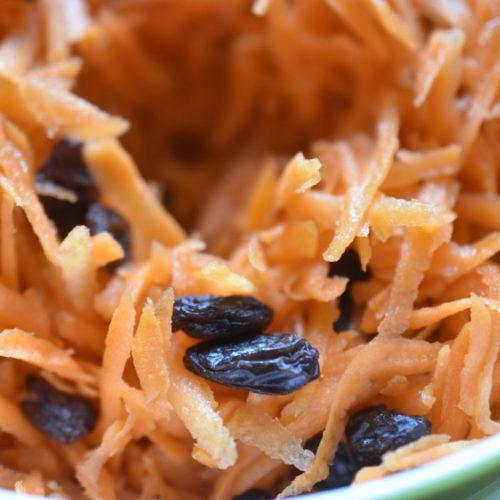 Gulerodssalat med rosiner og citron - nem opskrift