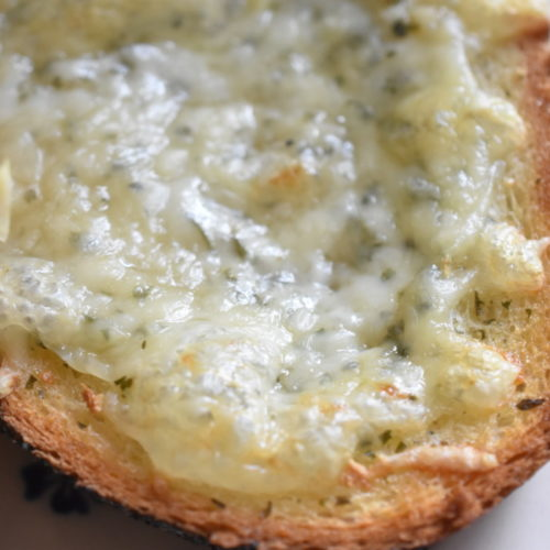 Hvidløgsbrød med ost - nem opskrift