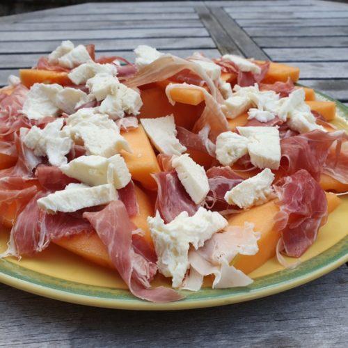 Melonsalat med parmaskinke og mozzarella
