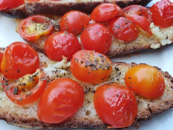 Bruschetta med tomat og hvidløg - nem snackopskrift