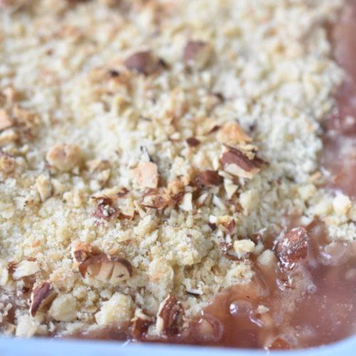 Rabarbercrumble - opskrift på crumblekage