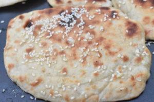 Naanbrød - opskrift på pandebrød med hvidløg