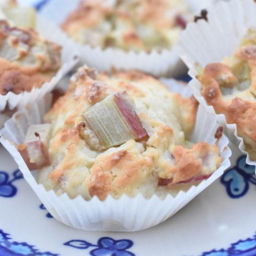 Muffins med rabarber - nem & fedtfattig opskrift