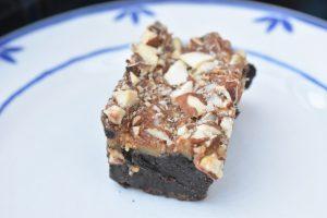 Brownie opskrift med karamel og mandler