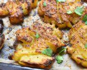 Knuste kartofler med ost & barbecue - opskrift