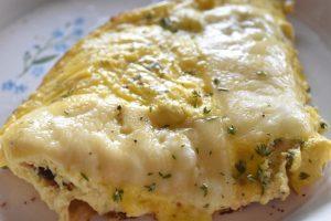 Omelet - nem opskrift med ost og timian