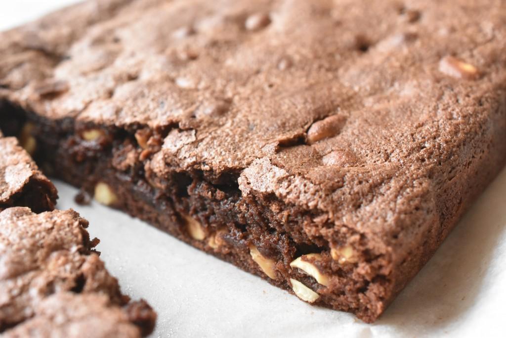 Brownie med peanuts lækker chokoladekage