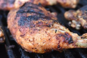 Kylling på grill - opskrift på grillede kyllingelår