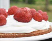 Jordbærkage med flødeskum - nem kage