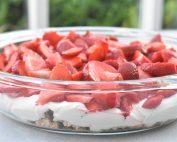 Jordbærkage med makroner - no bake kage