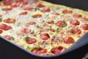 Æggekage i ovn - nem opskrift med tomat