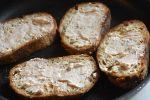 Toast på pande i ovn med æg og ost - opskrift