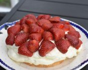 Jordbærtærte nem opskrift med vaniljecreme