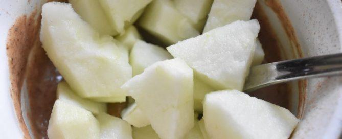 Kage i kop med æble og kanel - i mikroovn