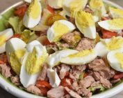 Salade nicoise med tun, æg & dressing - nem