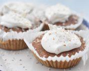 Gulerodsmuffins med ostecreme - svampede
