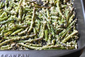Bønnefritter med sesam - grønne bønner i ovn
