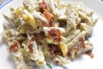 Pastasalat med kylling bacon & karry dressing