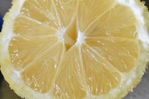 Smørcreme med citron og vanilje - nem frosting opskrift