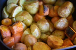 Gulerødder og kartofler i airfryer - nem opskrift