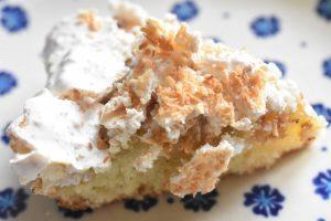 Rabarberkage med kokosmarengs - opskrift
