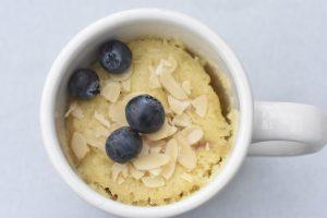 Kage i kop med rabarber - mug cake opskrift