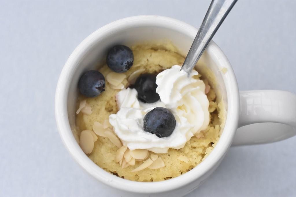 Kage i kop med rabarber & vanilje - opskrift