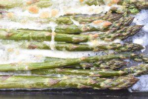 Asparges med mozzarella i ovn - nem lækker opskrift